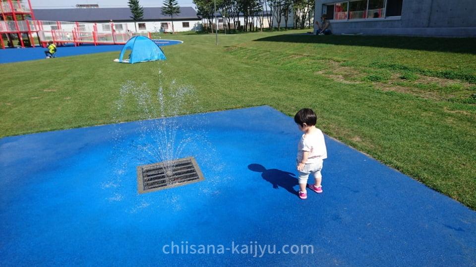 屋外遊戯場「キュービックコネクション」の近くにある噴水